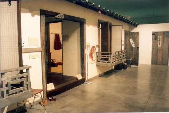 The exhibit allows visitors to step back in time to the rural Korea of the 1930s. (Photo courtesy of Lyman Museum)