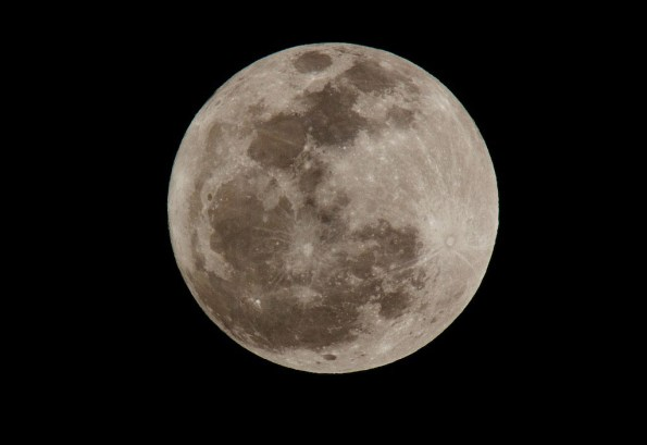 Clear skies and mild conditions in Hilo make for beautiful viewing conditions of the full moon. The next full moon will be on February 7, 2012. Photo by Baron Sekiya | Hawaii 24/7