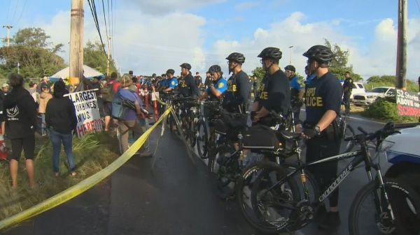At least 6 arrested in Kahuku after convoy arrives for controversial wind farm project