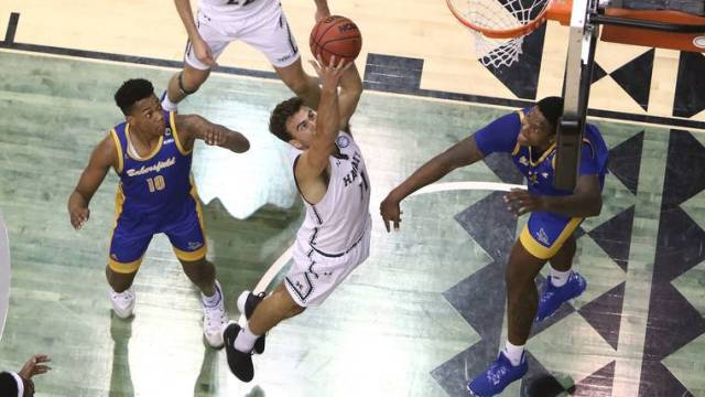 Hawaii men's basketball team battles but comes up short against CSU Bakersfield