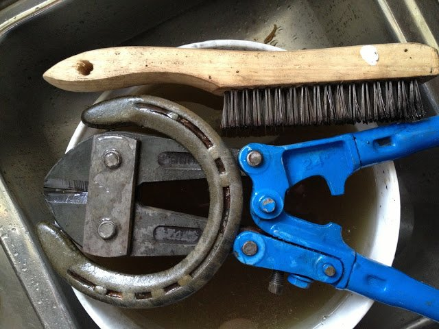 soaking tools in citric acid for quick rust removal