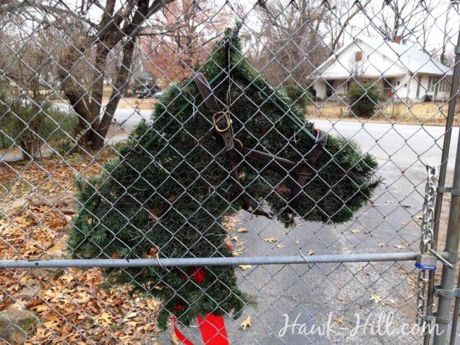hh_xmas_Aback of horse shaped wreathhrswreath_black_sm