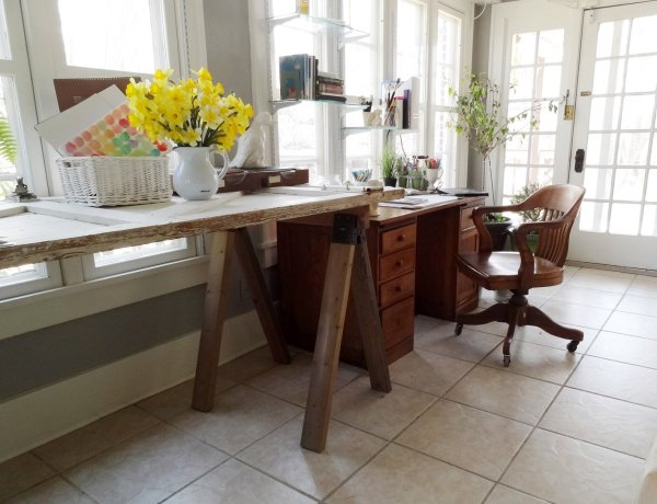 build this large counter-height saw horse table for under $30