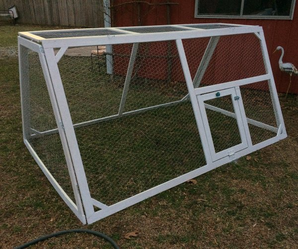 DIY lightweight chicken tractor - hawk-hill.com