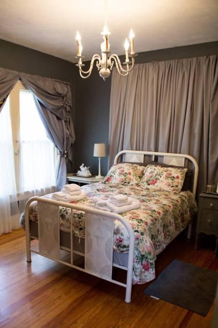 feminine master bedroom for single girls
