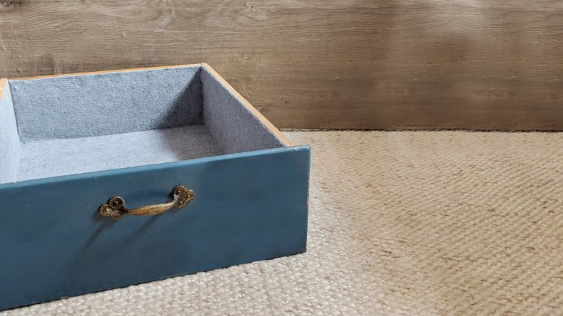 simple tutorial for lining a drawer with felt