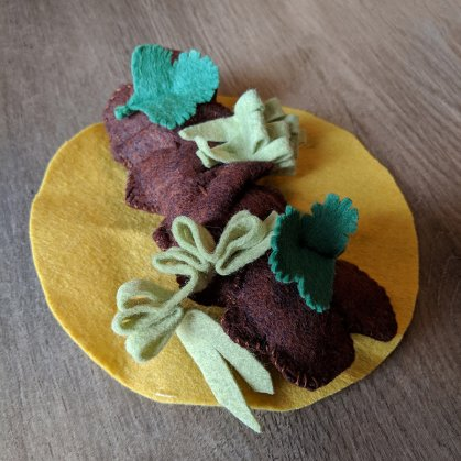 step by step instructions for making lettuce for a felt taco play food set