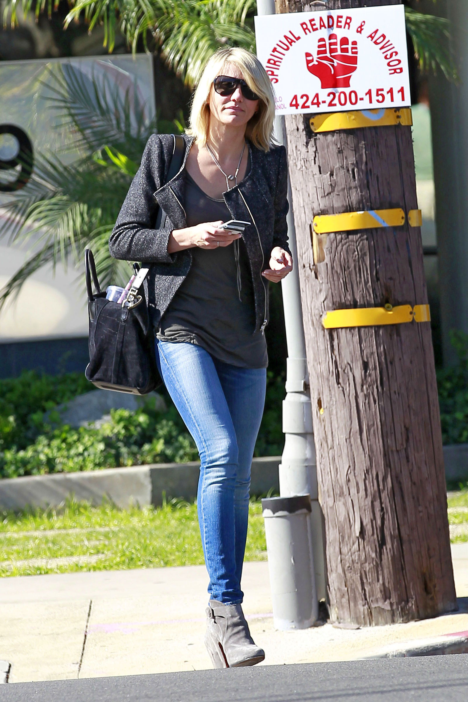 Cameron Diaz In Jeans Out And About In Los Anhgeles HawtCelebs
