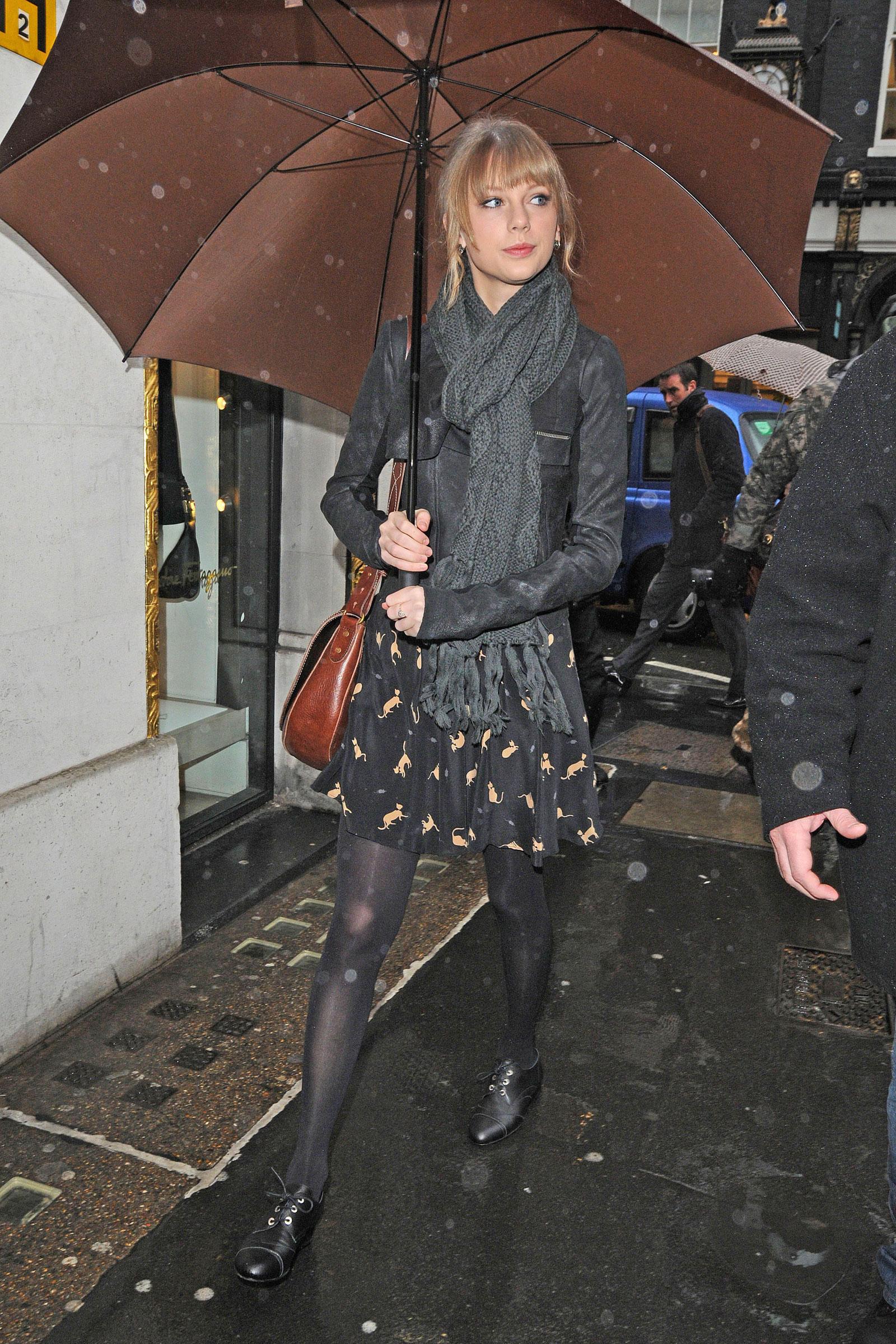 Taylor Swift Leggy Candids Goes Shopping In London HawtCelebs