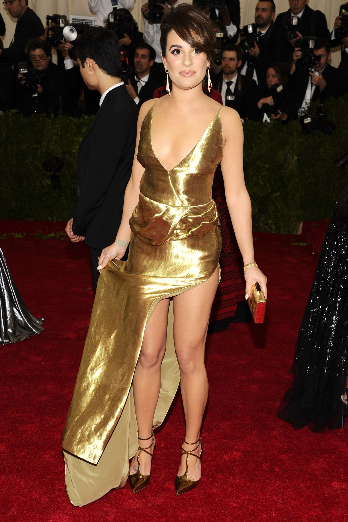 https://i2.wp.com/www.hawtcelebs.com/wp-content/uploads/2014/05/lea-michele-at-met-gala-2014-in-new-york_1.jpg