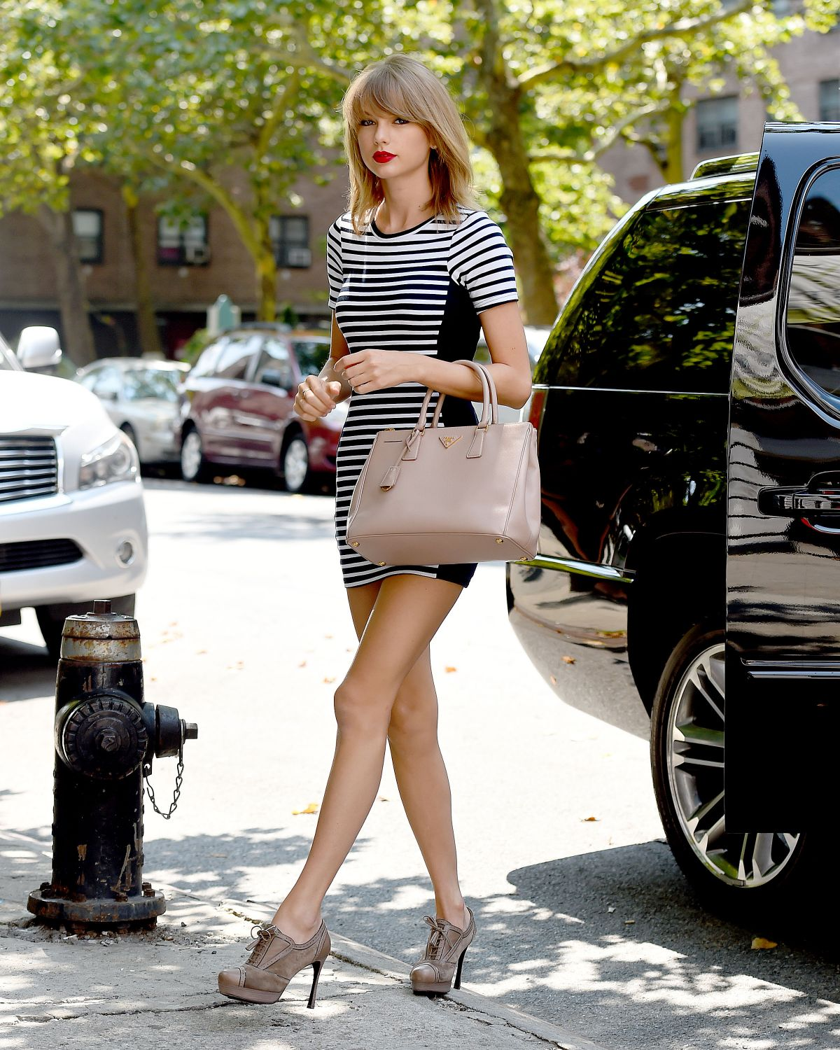 TAYLOR SWIFT In Tight Dress Out In New York HawtCelebs