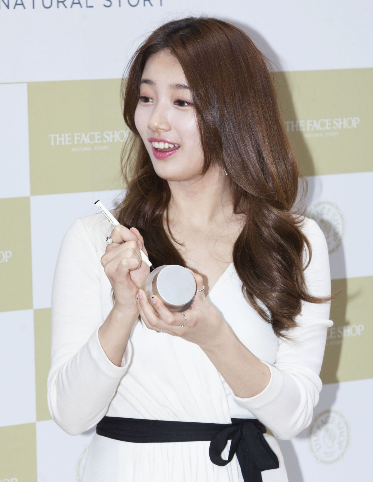 info remember suzy Facial