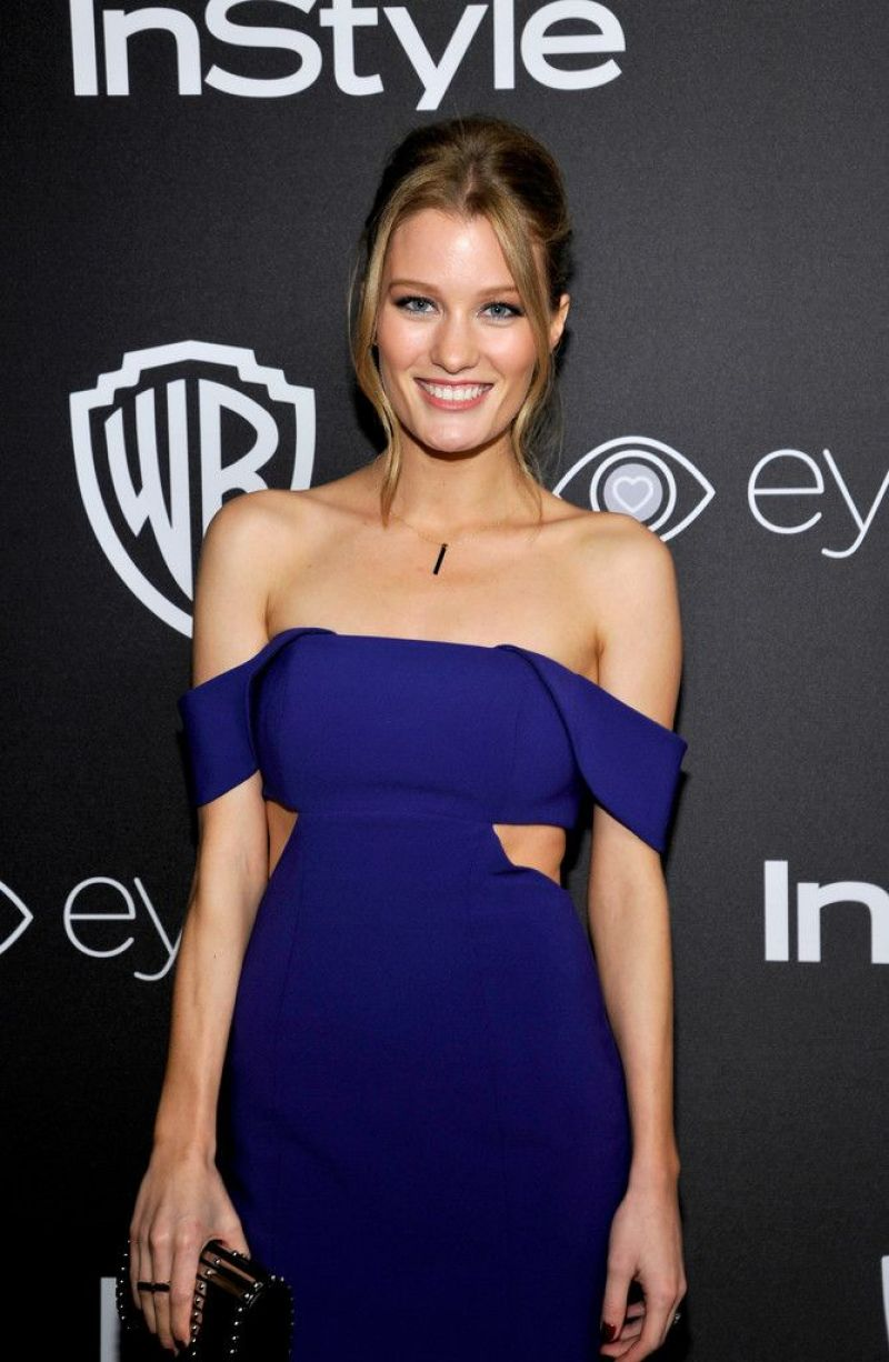 Ashley Hinshaw Nude Photos 16