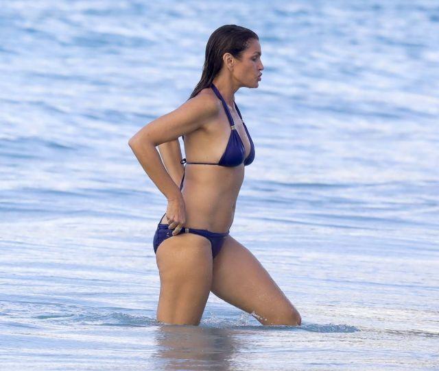 Cindy Crawfrd In Bikini Swimming In The Sea In St Barts 04 08