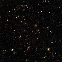 בתמונה זו, שצילמה מצלמת השדה העמוק של טלסקופ החלל האבל מתחבאות עשרת אלפים גלקסיות.