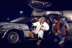 מייקל ג'יי פוקס, דוק בראון ומכונית הדלוריאן המשמשת כמכונת זמן