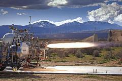 מותנעים. שריפת חמצן נוזלי וקרוסין, המנוע הראשי של ה-Lynx של XCOR פולט להבות במהלך מבחן שהתקיים בחודש מרץ האחרון במדבר המוהאבי. צילום: Popular Science