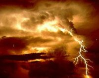 ברקים אינם הסיבה היחידה מדוע לא כדאי להתקרב לסופות - גם התפרצויות קרני גאמא מגיעות משם