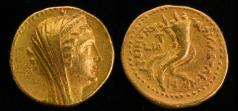 מטבע זהב שהוטבע על ידי תלמי החמישי ואשר התגלתה בצפון הארץ בשנת 2010מתאר מלכה – יתכן שאת ארסינואה השנייה, אשר התחתנה עם אחיה תלמי השני . צילום: רשות העתיקות