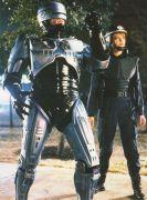 רובוקופ (אלכס מרפי) ושותפתו (אן לואיס). מתוך הסרט רובוקופ, - התמונה מויקיפדיה