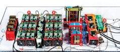 אלכס האנג, פרופסור להנדסת חשמל מאוניברסיטת צפון קרולינה, ממציא מחדש את הטרנספורמטורים שנכון להיום מורידים את המתח של החשמל שמנותב לשכונות כך שהוא יהיה מתאים לשימוש בסביבה ביתית