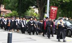 טקס סיום הלימודים באוניברסיטת קנטרברי בבריטניה. מתוך ויקיפדיה