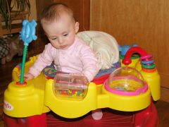 תינוק משחק. מתוך WIKIMEDIA COMMONS רשיון CC