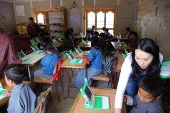 פרויקט מחשב נייד לכל תלמיד בבית ספר בטימפו שבבהוטן. מתוך ויקיפדיה