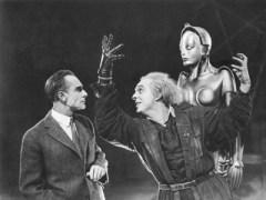 """המכונה זכתה למקום של עליונות. מתוך הסרט """"מטרופוליס"""" (1927). צילום מסך"""