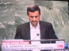 """נשיא אירן מחמוד אחמדיניג'אד בעצרת האו""""ם, 26 באוקטובר 2012.צילום מסך מה-CNN"""