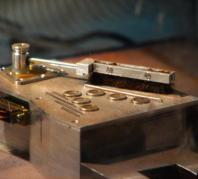 מכשיר קל שיעבוד בדומה למגבים המוכרים לנו מהמכוניות, כדי לסלק את אבק מאדים מחיישני החלליות המסיירות בו Credit: UC3M