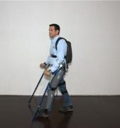 מערכת ReWalk שפיתחה ארגו מאפשרת למשותקי רגליים ללכת בכוחות עצמם;