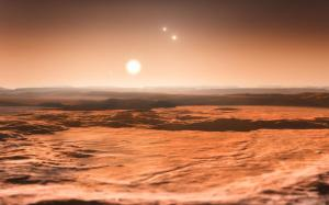 שלוש שמשות בשמים בעיני הצופה מאחד מכוכבי הלכת המקיפים את הכוכב Gleise 667  באיזור החיים. (Credit: ESO/M. Kornmesser)