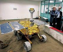 דגם של הרובוט הירחי שישלח בתוך החללית צ'נג'ה 3 בתערוכה בביג'ינג בתחילת ספטמבר 2013.