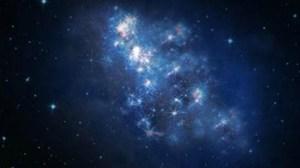 גדולה בהרבה משביל החלב, ומייצרת כוכבים בקצב אדיר. הדמיה של גלקסיית z8_GND_5296, באדיבות STScI/NASA