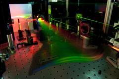 לייזר שמסוגל לזהות עקבות חומר נפץ על רוכסן. צילום: אוניברסיטת מדינת מישיגן