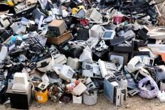 מזבלה של פסולת אלקטרונית. צילום: shutterstock