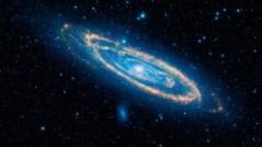 גלקסית אנדרומדה וגלקסיות הלוויין שלה.