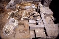 אזור תעשייתי במרומי התל מסוף המאה ה13- לפני הספירה – עדות לתהליכי העיור המואץ בתקופה זו. צילום: אוניברסיטת חיפה