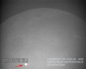 הבהק שנבע מהתרסקות עצם בגודל מכונית על הירח. צילום: חוזה מאדיידו