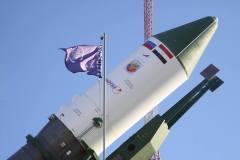 הלוויין המצרי מועלה לכן השיגור ימים אחדים לפני שיגורו ב-16/4 מבייקונור.