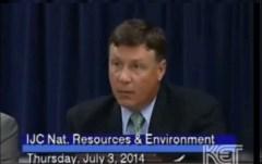 """ברנדון סמית' יו""""ר ועדת האנרגיה והסביבה בסנאט של מדינת קנטאקי. צילום מסך מתוך יוטיוב"""