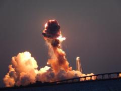 """פיצוץ משגר אנתרס של אורביטל סיינסס שנשא חללית אספקה לתחנת החלל ב-28 באוקטובר 2014. צילום: נאס""""א מתוך עדכון טוויטר של הסוכנות."""