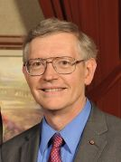 פרופ' ויליאם מורנר, אחד משלושת זוכי פרס נובל לכימיה לשנת 2014. מתוך ויקיפדיה