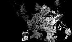 התמונה הראשונה ששיגרה הנחתת פילאה לאחר הנחיתה על השביט. האדמה סלעית יותר ממה שהעריכו מדעני המשימה. צילום: ESA