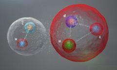 הדמיה של הקוורקים בתוך חלקיק הפנטה קוורק. איור CERN