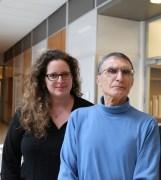 """ד""""ר שירה אדר עם חתן פרס נובל לכימיה פרופסור עזיז סנג'ר. (צלמת: Max Englund, UNC Health Care)"""