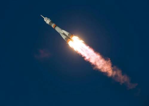 """שיגור החללית סויוז על גבי משגר סויוז מקוסמודרום החלל בייקונור. מקור: נאס""""א."""