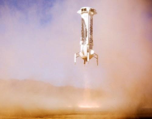 """נחיתת השלב הראשון של המשגר בל חברת בלו אוריג'ין. צעד בדרך להוזלת הטיסה התת מסלולית. צילום: יח""""צ"""