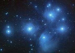 צביר הפליאדות, מתוך סקר שמים דיגיטלי. צילום: Credit: NASA/ESA/AURA/Caltech